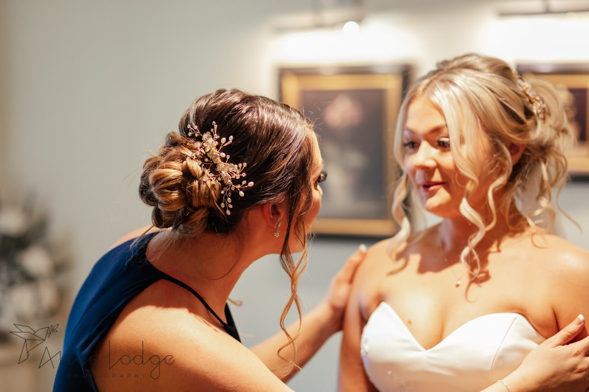 maid of honour calming bride